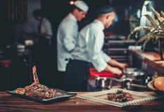 Förbereda traditionell nötköttbiff Arkivfoton