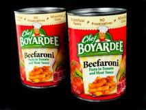 Förberedda cans av pasta- och köttsås royaltyfria foton