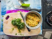 Förberedelse av asiatiska matlagningingredienser Royaltyfria Foton