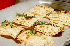 Förberedelse av baklava, kakor, bakelser Royaltyfri Fotografi