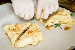 Förberedelse av baklava, kakor, bakelser Arkivfoton