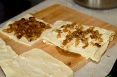 Förberedelse av baklava, kakor, bakelser Arkivbild