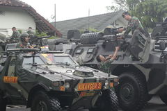 Förberedelse av den indonesiska nationella armén i staden av soloen, centrala Java Security Royaltyfri Foto