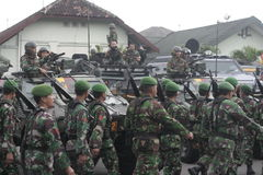 Förberedelse av den indonesiska nationella armén i staden av soloen, centrala Java Security Royaltyfri Bild