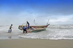 Förberedelse av fiskare arkivbilder