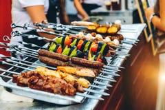 Förberedelse av kebaben på gatan Royaltyfri Fotografi