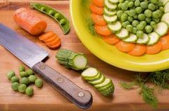 Förberedelse av några grönsaker Royaltyfria Bilder