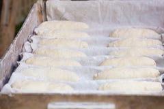 Förberedelse av traditionellt bröd Royaltyfria Bilder