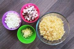 Förberedelse för pastamaträtt royaltyfri bild