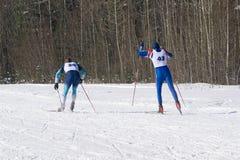 Förberedelse för skidamaraton i den klassiska stilen av längdlöpning 40km Arkivfoto