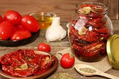 Förberedelse torkade tomater Arkivbild