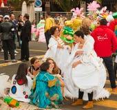 Förberedelsen för karneval ståtar, Santa Cruz, 2013 Arkivbild