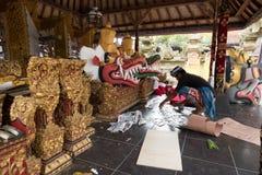 Förberedelser för Ubud kungafamiljenbegravning royaltyfri foto
