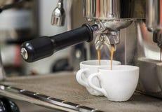 Förbereder espresso Royaltyfri Bild