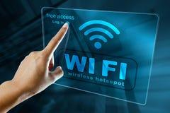 Förbind till fri wi fi en zon på en smart telefon Royaltyfri Fotografi