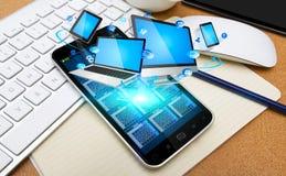 Förbindande techapparater för modern mobiltelefon Arkivbild