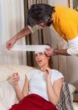 förbinder head home kvinnan för man s royaltyfria foton