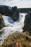 Förbise den Hjalparfoss vattenfallet Island Royaltyfria Bilder