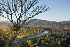 Förbise den Nam Khan floden, Luang Prabang arkivfoto