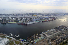 Förbise kaohsiung den inre hamnen Arkivfoto