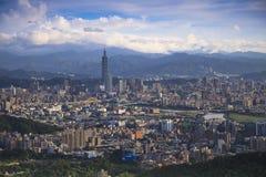 Förbise sikten av den Taipei staden Arkivbilder