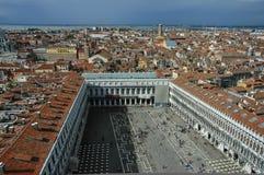Förbise St Mark kvadrera i Venedig från över Royaltyfria Bilder