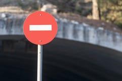 Förbjudet vägmärkeslut för cirkulär upp Royaltyfria Bilder