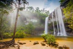 Förbluffa av Huai Luang Waterfall Arkivfoton