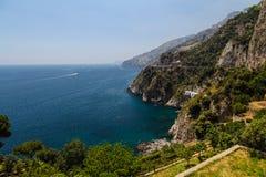 Förbluffa den Amalfi kusten Arkivfoton