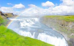 Förbluffa den Gullfoss vattenfallet med regnbågen Guld- cirkelrutt iceland Royaltyfri Fotografi