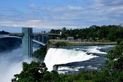 Förbluffa den Niagara vattenfallet Arkivbilder