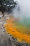 Förbluffa färger av den nyazeeländska vulkaniska sjön arkivfoto
