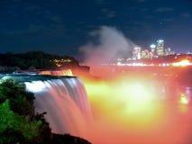 förbluffa fallsniagara natt Royaltyfri Bild