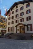 Förbluffa höstpanorama till den Zermatt semesterorten, fjällängar, Schweiz arkivbilder