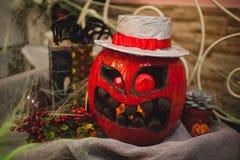 Förbluffa halloween pumpa i röd färg Arkivfoto