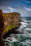 Förbluffa Latrabjarg i Island Arkivfoton
