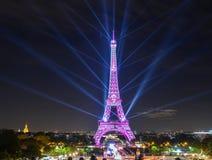 Förbluffa ljus show av Eiffeltorn royaltyfri foto