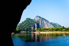 Förbluffa Mekong flod och tropiska berg Fotografering för Bildbyråer