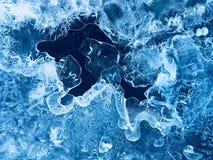 Förbluffa modeller på is arkivfoto