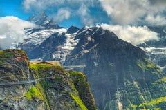 Förbluffa panorama och den första bergstationen, Grindelwald, Schweiz, Europa royaltyfria bilder