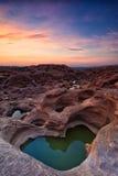 förbluffa sampanbok för mekong flodrock Royaltyfria Foton