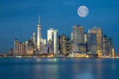 förbluffa sikt av Lower Manhattan och det finansiella området efter su arkivfoto