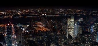 Förbluffa sikt för panorama- natt för NYC flyg- Manhattan område royaltyfria bilder