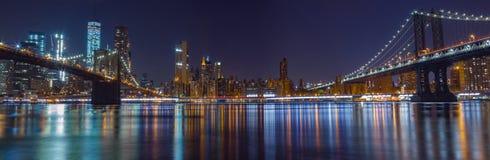 Förbluffa skottet av den Manhattan bron på natten Royaltyfria Bilder