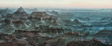 Förbluffa soluppgångpanoramautsikten av Grand Canyon, USA royaltyfri bild