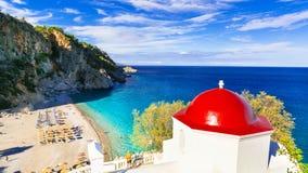 Förbluffa stränder av grekiska öar Karpathos royaltyfria bilder