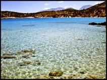 Förbluffa stranden i kvalitet för tapet för Creata öGrekland bakgrund fin royaltyfria bilder