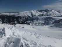 Förbluffa vinterpanorama från det Todorka maximumet, Pirin berg arkivfoton