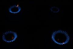Förbränninggas i mörkret på en hob Fotografering för Bildbyråer
