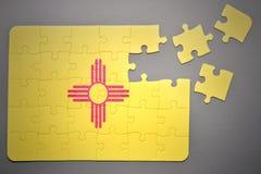 Förbrylla med flaggan av nytt - den Mexiko staten Arkivbild
